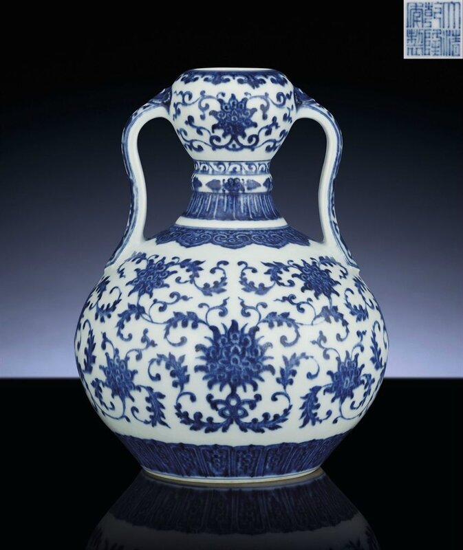 A fine and very rare blue and white double-gourd vase, Qianlong six-character sealmark and of the period (1735-1796)