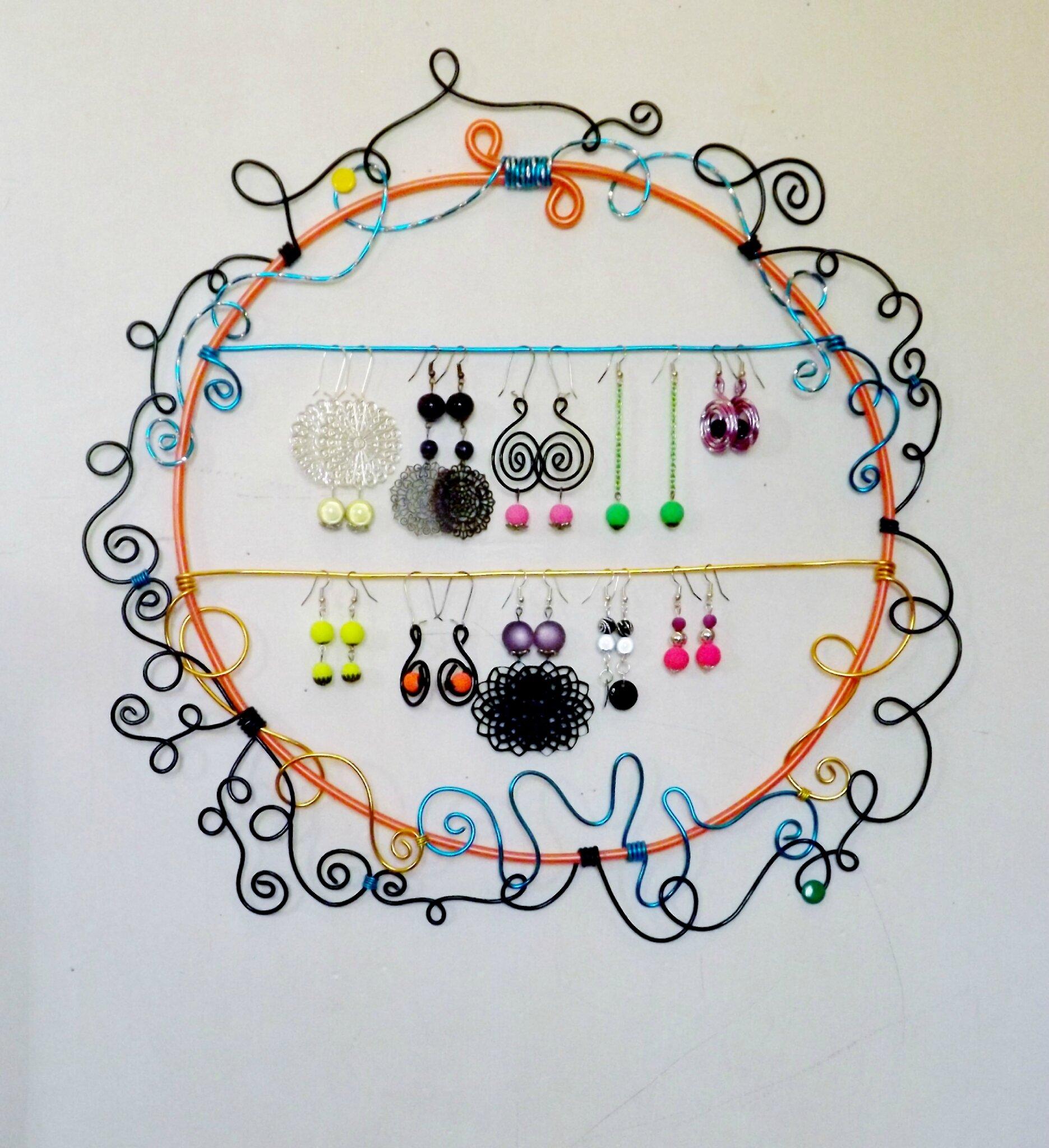 porte boucles d 39 oreilles mural r alis en fil mandycrea. Black Bedroom Furniture Sets. Home Design Ideas