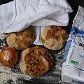 Petits pains à la farine complète, oignons, graines de tournesol et herbes de Provence.