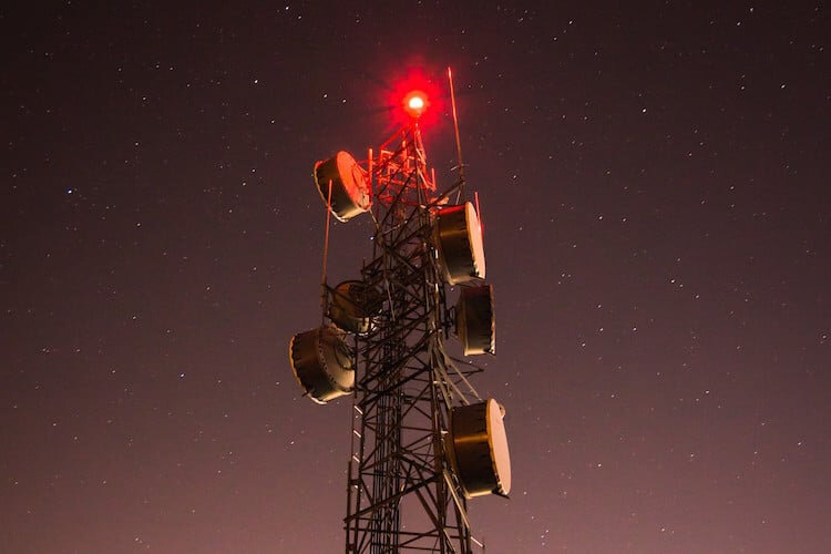 5G-Tower-Red-Light