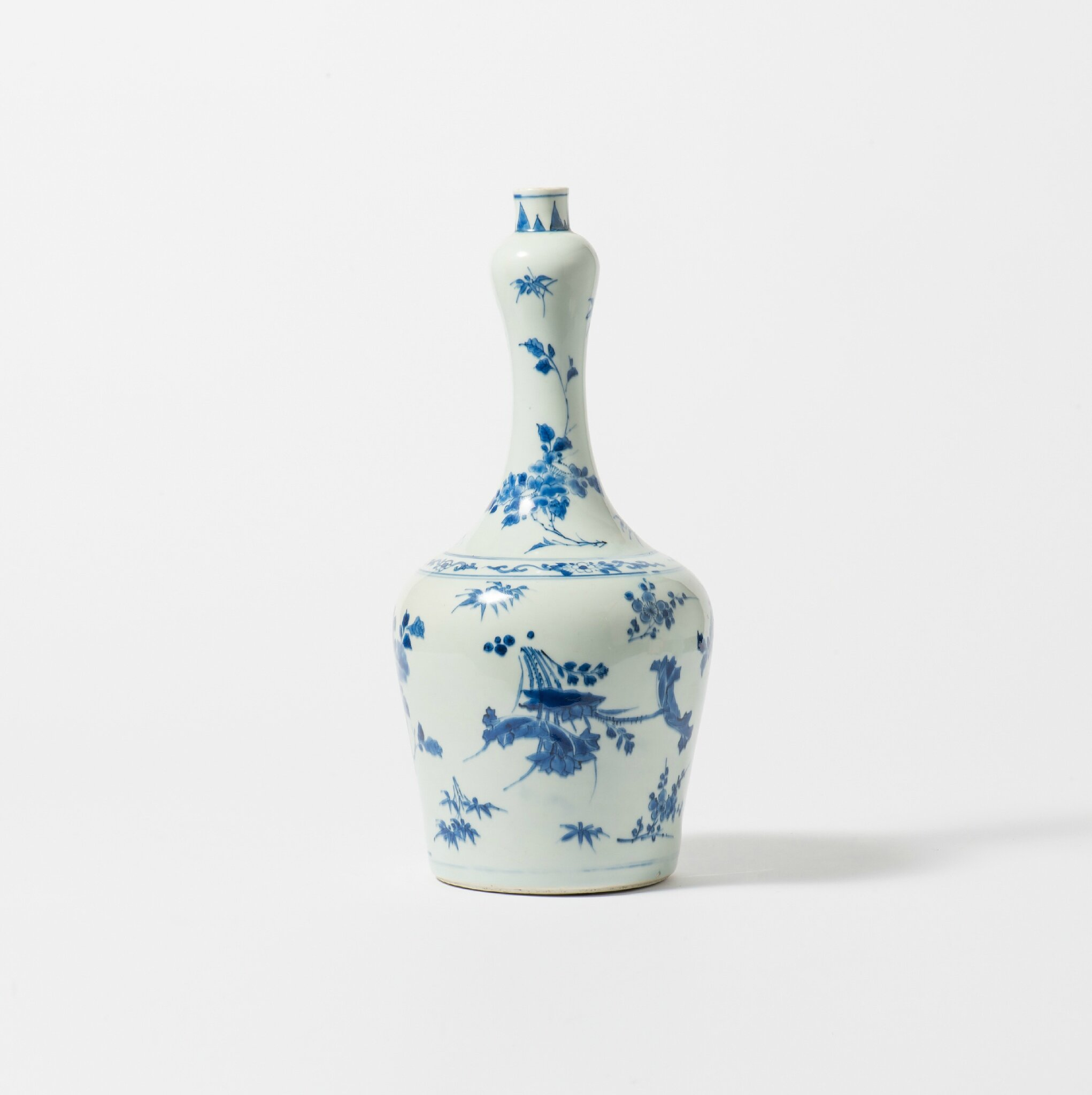 A blue and white vase, Chongzhen period (1627-1644)