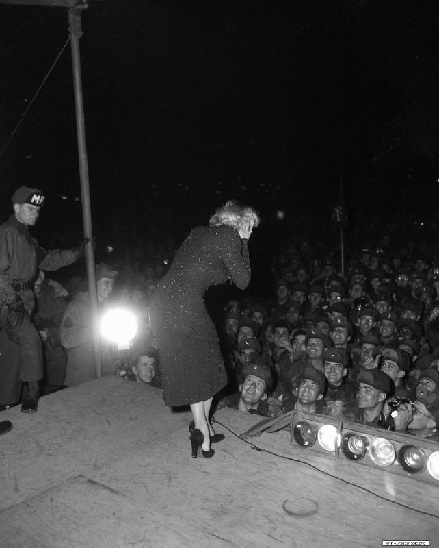 1954-02-17-korea-25thMarineDivision-stage_in-030-1