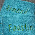 Des serviettes brodées.