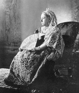 queen_victoria_diamond_jubilee_1_cropped