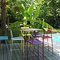 mange debout chaises hautes fermob bananier terrasse bois