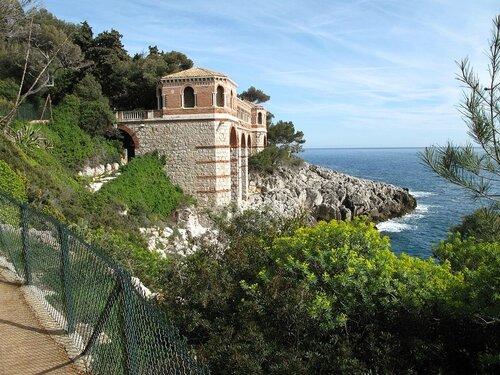 1024px-Roquebrune_Villa