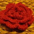 Fleur au crochet en épaisseur