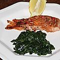 Paves de saumon frais marine et leur tombee d'epinards frais