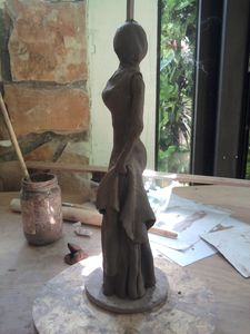 Christine,sculpture,modelage,céramique,statuette,femme,robe,elegante,silhouette,raku,terre,argile,art,grès,maïs,oxyde,engobe, (3)