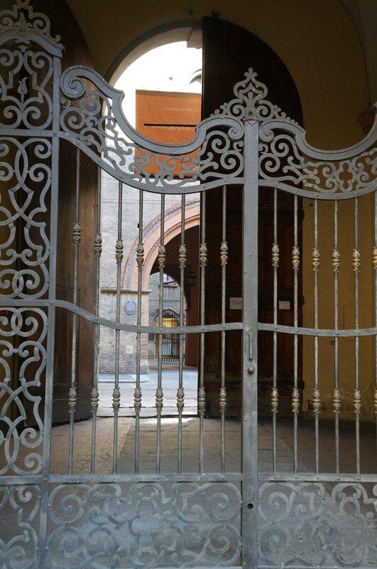 Derrière-la-porte-Bolonia