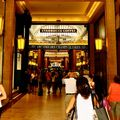 Clin d'oeil à Walter Benjamin ; arcades des Champs Elysées.
