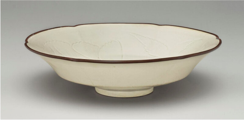 A rare Dingyao carved foliate-rimmed shallow bowl, Northern Song dynasty, 11th-12th century (3)