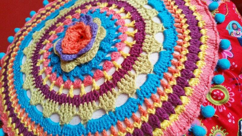 crochet-coussin-bohème-laine-DIY-7