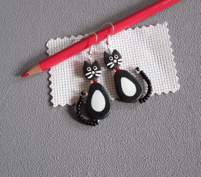 Boucles d'oreilles chat dodu noir/blanc
