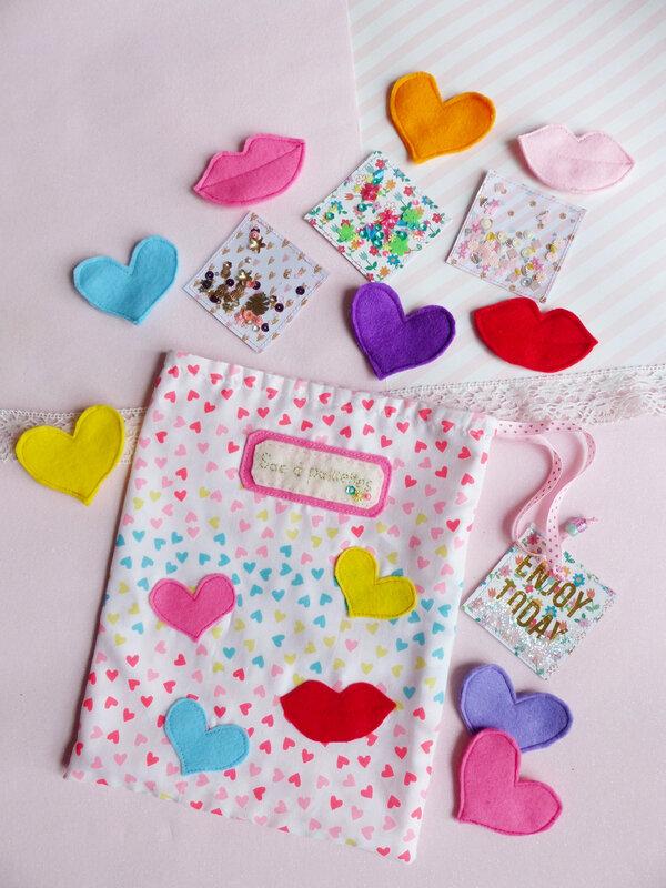 15-sac-bisous-paillettes-coeur-feutrine-sequins-tissu-bouche