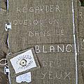 Livre textile blanc