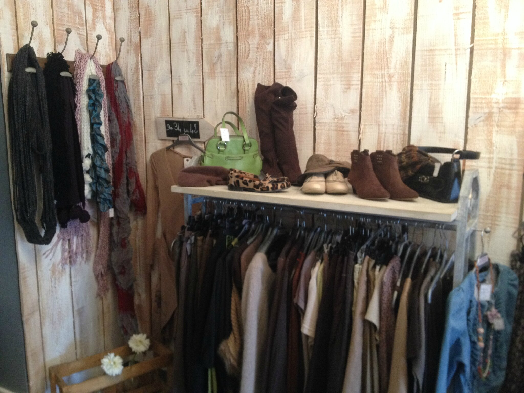 Dépôt-vente à Beaufort en Vallée   une jolie p tite boutique de ... 53b31bef50d