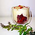 Verrine à la mousse amlou/miel + prune - baies de goji - et poudre d'acaï