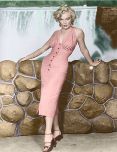 marilyn-monroe-in-niagara-marilyn-monroe-32522577-786-1024