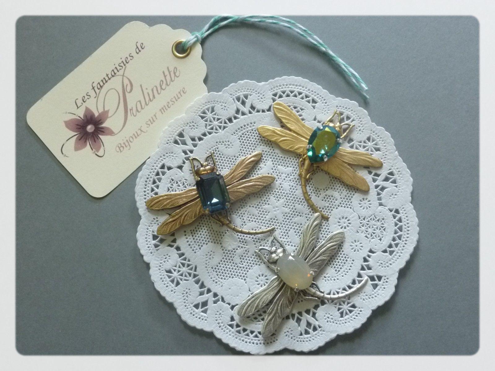 Libellules et cabochons en cristal, montées sur pinces pour une mariée et ses demoiselle d'honneur !