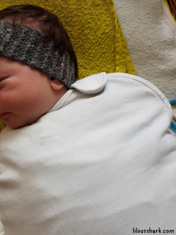 bebe ne dort pas emmaillotage