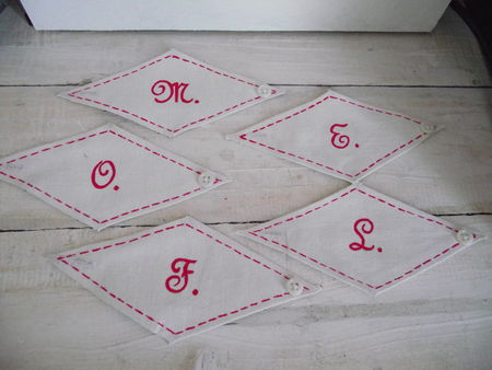 ronds_de_serviette_monogramme_rouge_001