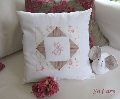 Coussin patchwork - Initiale brodée S