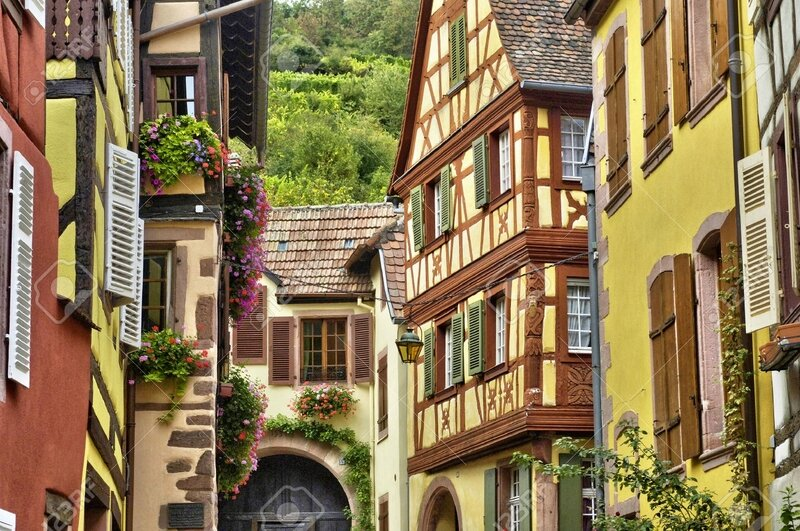 37252115-France-le-pittoresque-village-de-Kaysersberg-en-Alsace-Banque-d'images