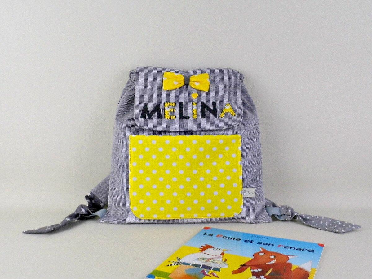 Sac à dos fille personnalisé prénom Melina gris jaune cartable maternelle cadeau fille gris jaune