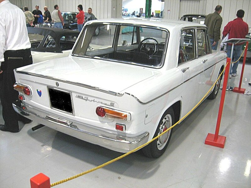 1280px-Lancia_Fulvia-GT_Berlina_Rear-view