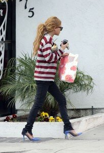 mary_kate_olsen_santa_monica_05