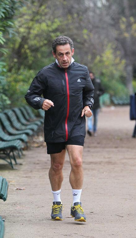 Nicolas-Sarkozy-en-plein-jogging-a-Paris-le-28-novembre-2012_exact1024x768_p