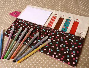 la pochette de coloriage crayons fuchia marron (3)