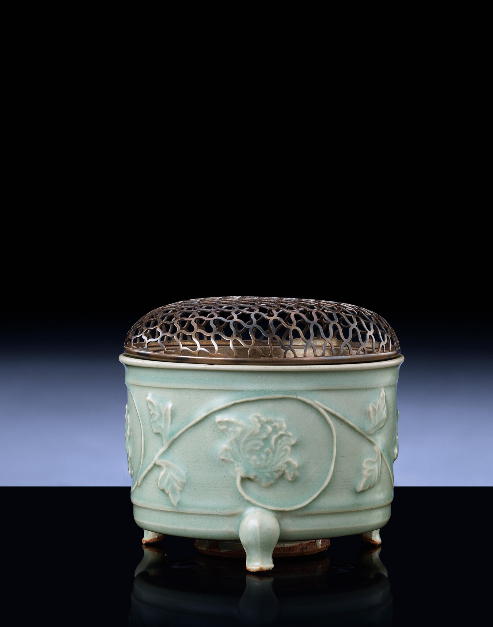 A Longquan celadon relief-decorated tripod censer, Southern Song-Yuan Dynasty, 13th-14th century ------WebKitFormBoundaryT1MuTtHimm3WahRV Content-Disposition: form-data; name=