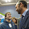 Guillaume avec edouard philippe au salon international de l'autisme (riau)