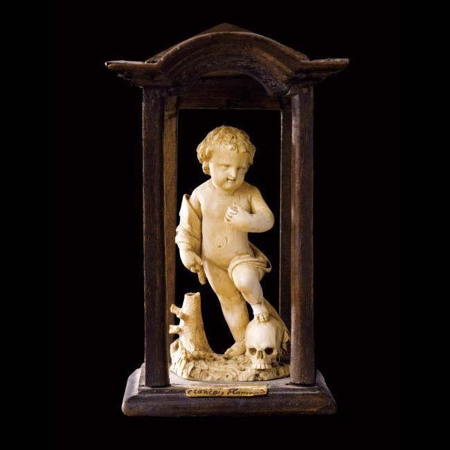 Memento Mori en ivoire représentant le Christ Enfant. France ou Flandres, XVIIe siècle. photo courtesy Sotheby's