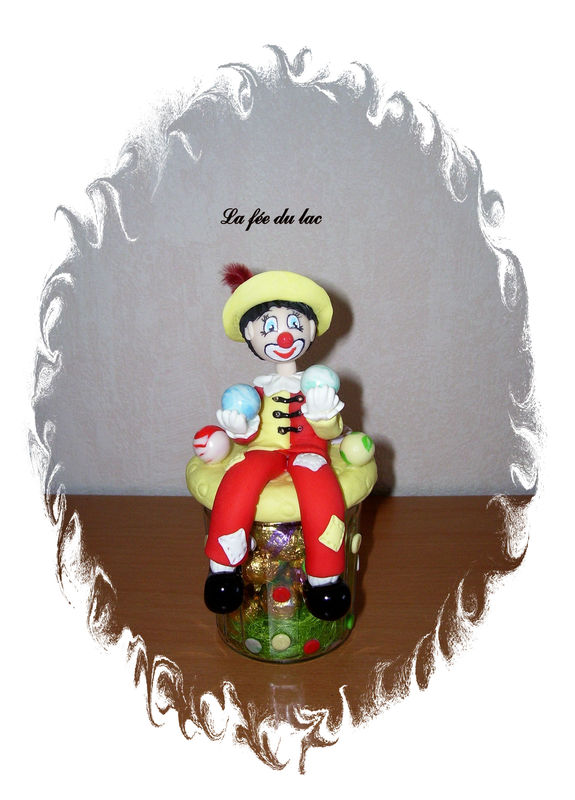 Pot clown de face