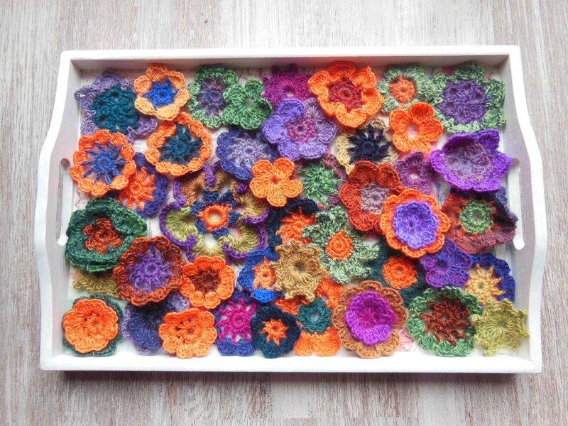 Plateau fleurs en crochet