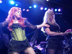 2008_07_The_B52s_Bataclan_023