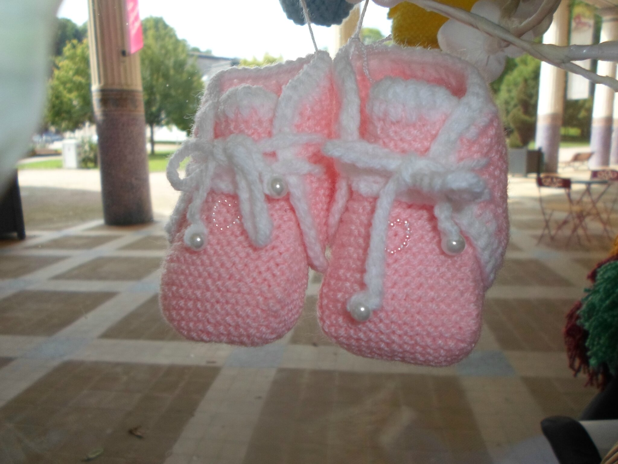 Chaussons roses avec perles