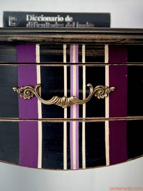 hires-crile-decor-1454-detail-console-classique-en-bois-vielli-laque-noir-avec-decoration-raye-prune-noir