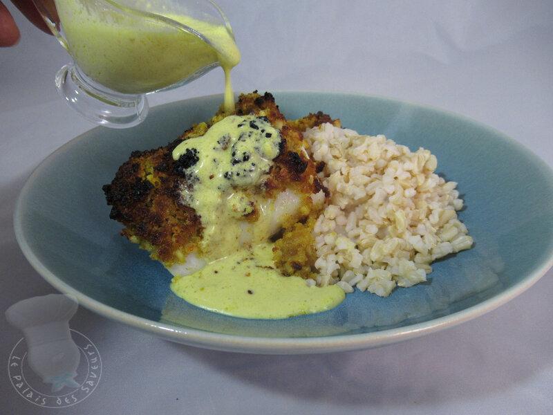 Cabillaud en croûte de macadamia, sauce au lait de coco et curry
