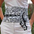 ceinture OBI fond blanc fleurie noire