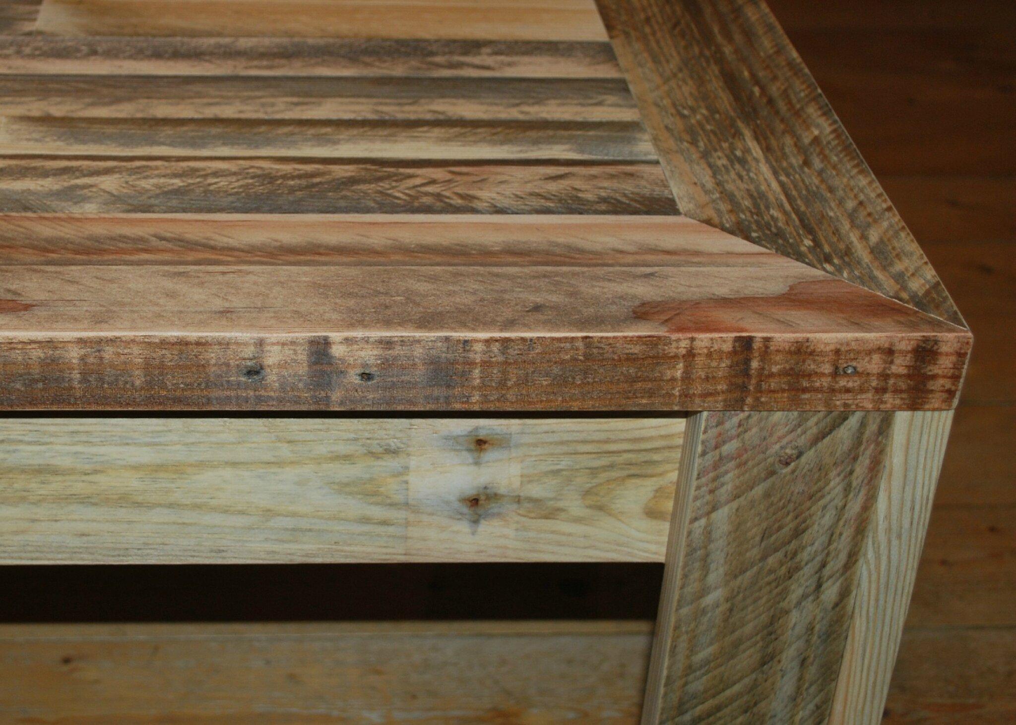 table basse en palette au bout du bois. Black Bedroom Furniture Sets. Home Design Ideas