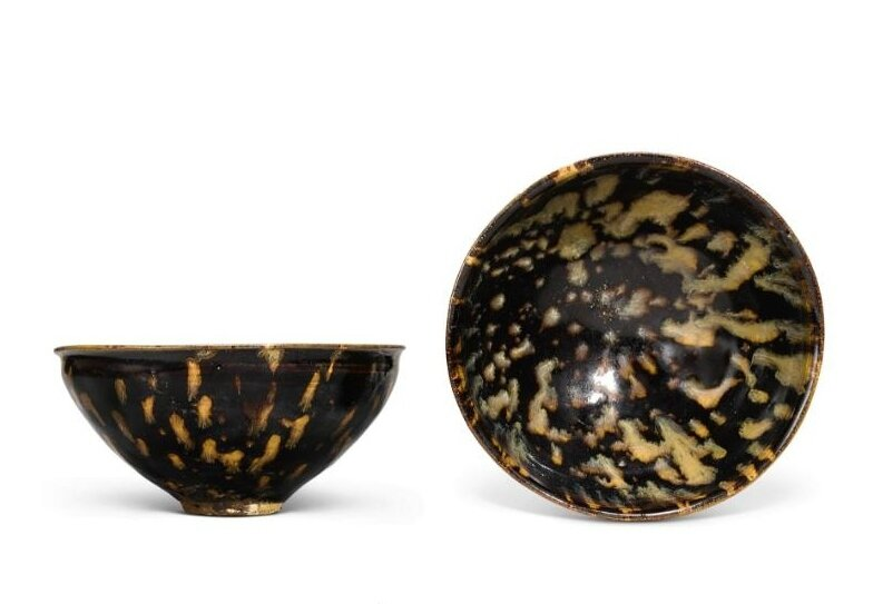 A pair of 'Jizhou' 'tortoiseshell'-glazed bowls, Southern Song dynasty (1127-1279)