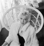 Wicker_sitting_inspiration-marilyn-1956-beaton-2