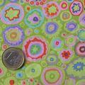 Vert vif et motifs multicolores