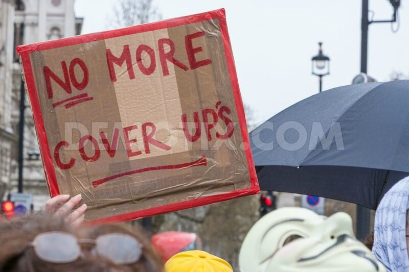 1428766382-protesters-angry-at-mps-paedophile-cover-up--london-uk_7321206