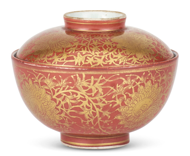 A Chinese 'Kinrande' Porcelain Bowl and Cover, Late Ming Dynasty