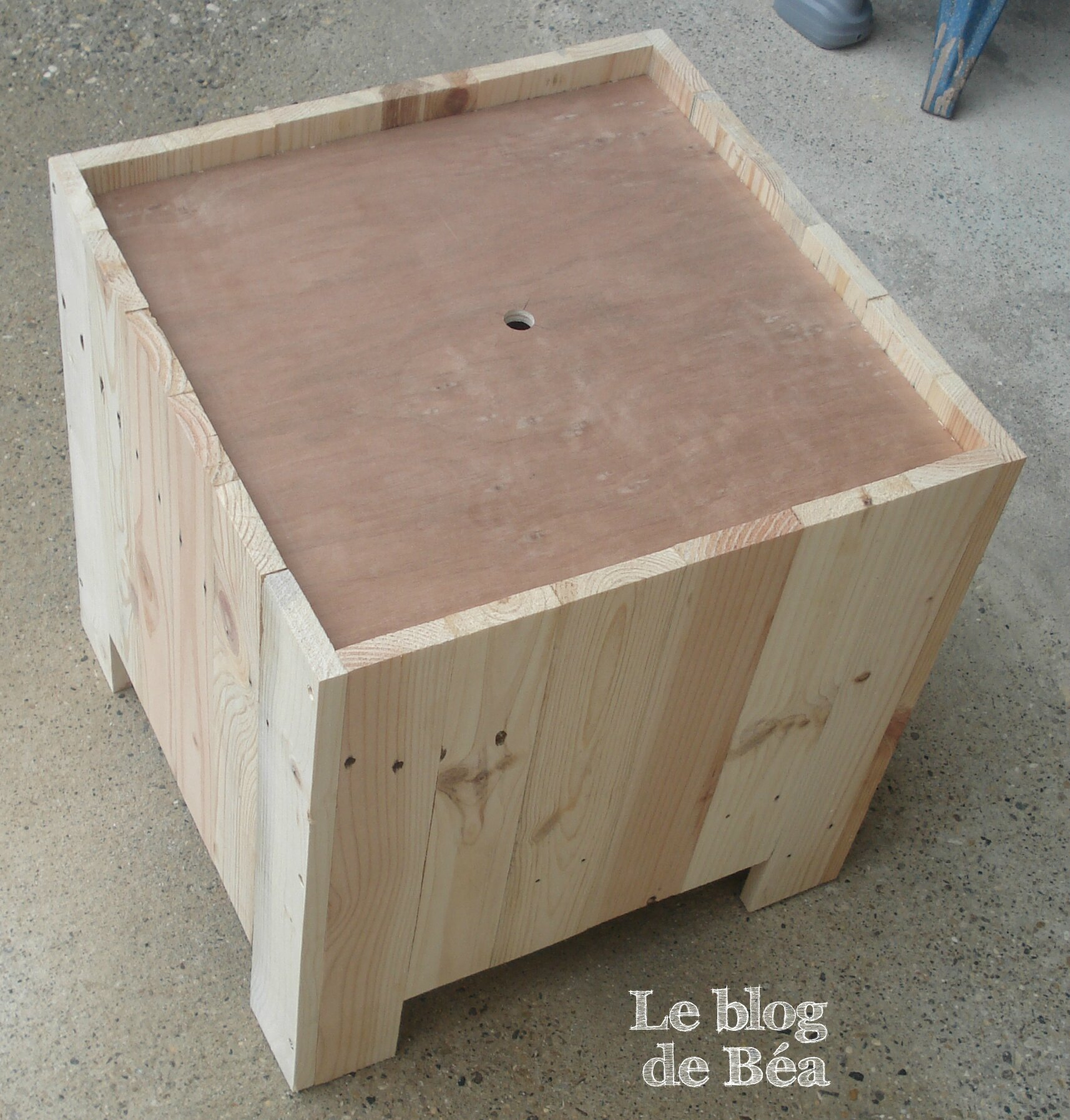 diy astucieux tabouret en bois de palette le blog de b a. Black Bedroom Furniture Sets. Home Design Ideas